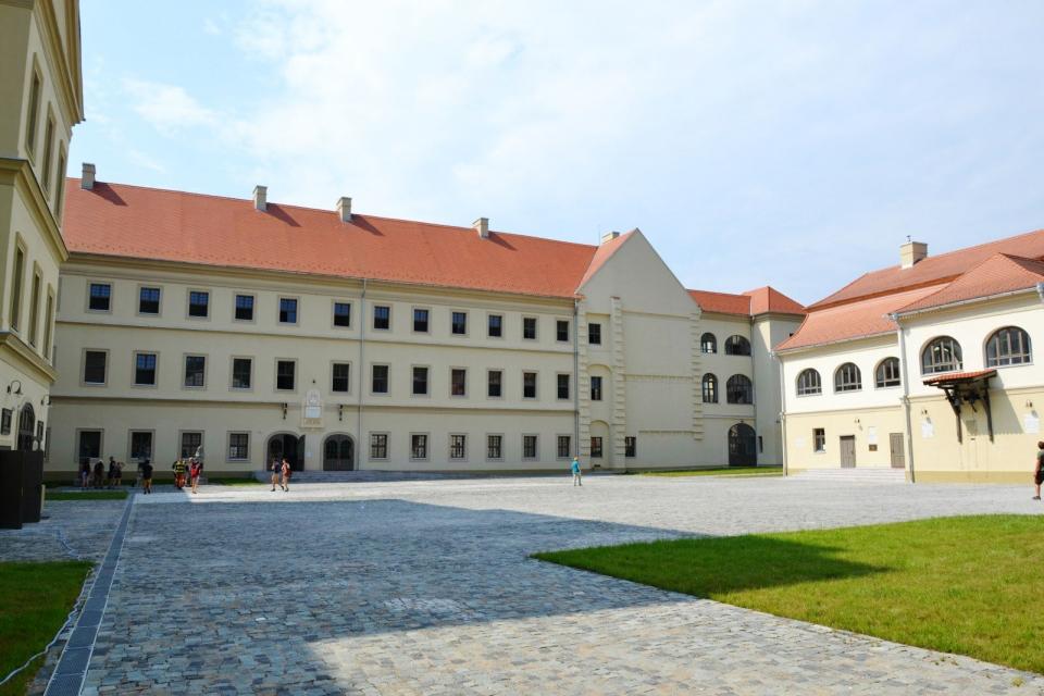 A nagyenyedi Bethlen Gábor Kollégium udvara - Fotó: alfahir.hu